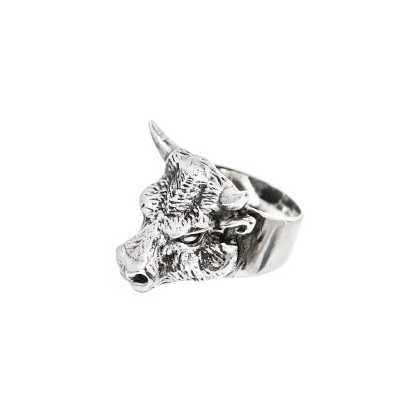 toro anillo de plata