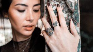 anillos en plata de calaveras