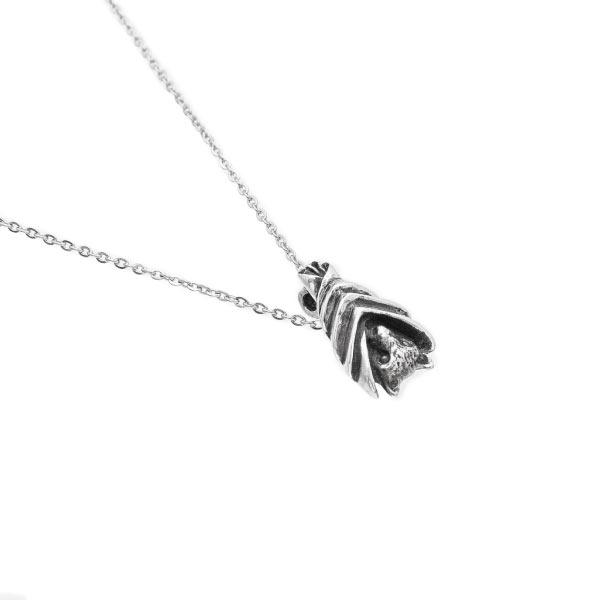Murciélago collar de plata