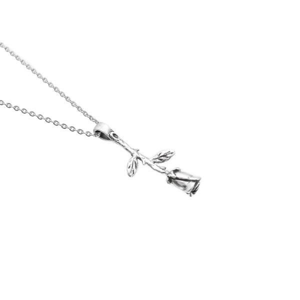 Rosa collar de plata