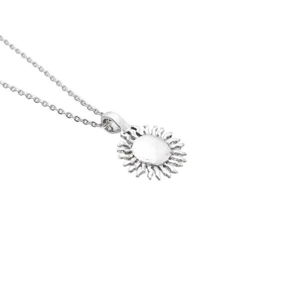 Sol collar de plata